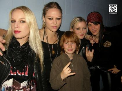 Tard dans la nuit, Jimmy va rencontrer les quatre belles suédoises qu'il admire!