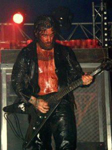 L'un des trois guitaristes aux envolées planantes et déchirantes...