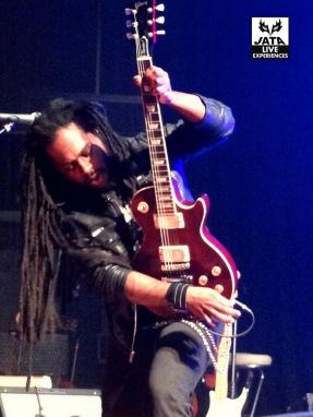 ... Mais surtout un guitar héros exceptionnel !