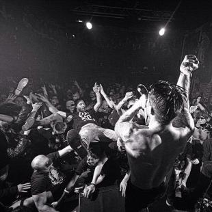 RAISED FIST - Toulouse - Official photo - I'm on the right side!